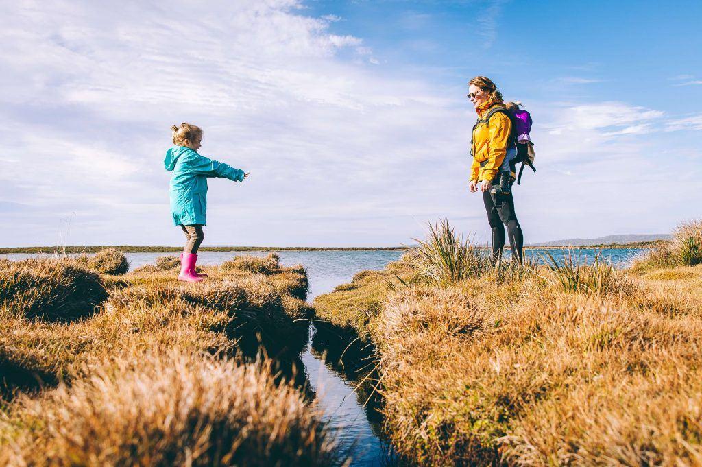 Ouder en kind in de natuur